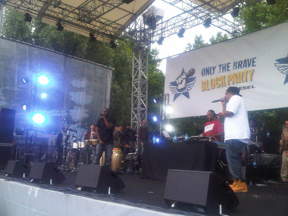 DeLaSoul on stage! Now! Only the brave block party.