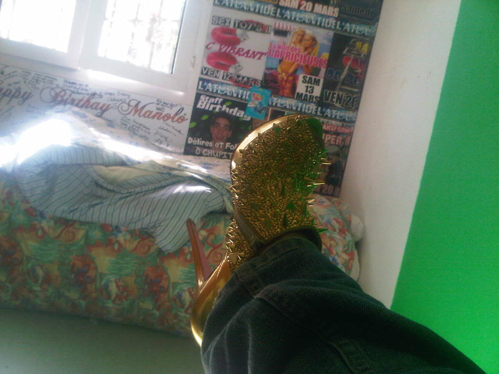 Lady Gaga vs Beyonce on my feet. #louboutin x l'Atlantide, Nantes x #shaketonbooty. (And yes this is the dressing room.)