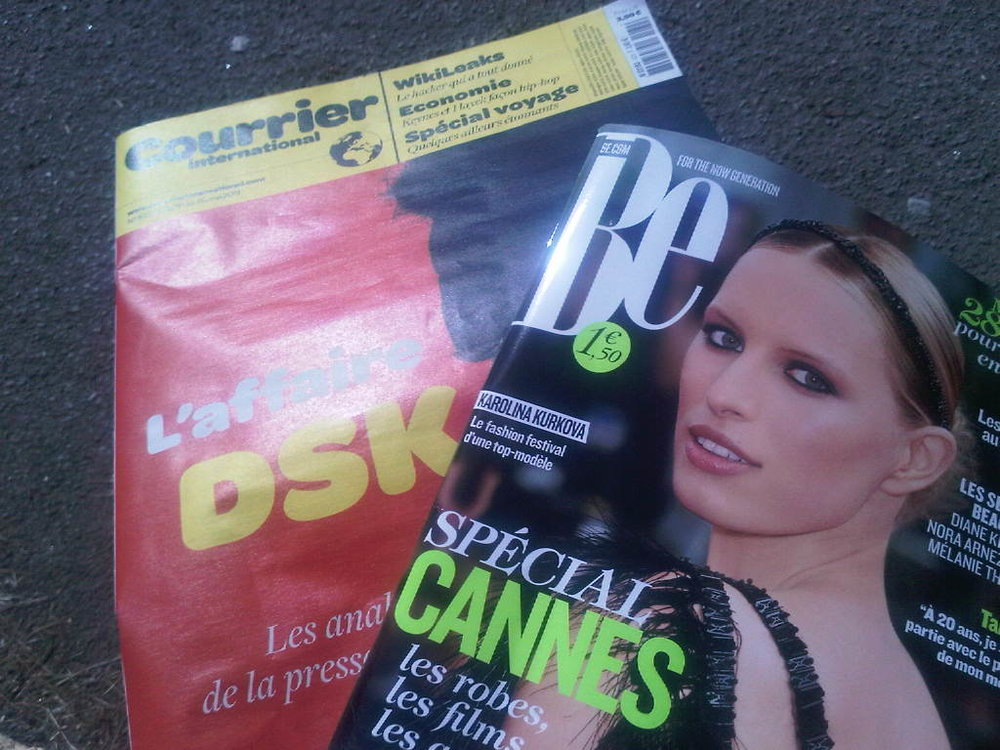 Lecture du jour. Courrier International (my favorite) & Be… #shaketonbooty