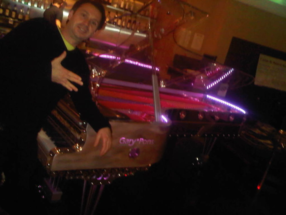 PIANO: So we are in this Casino in Balaruc (next to Sete) - the Owner Antoine had Raphael sit down to try this futuristic Gary Pons piano. And you know what it doesn't sound half bad, especially the lows. Fun!