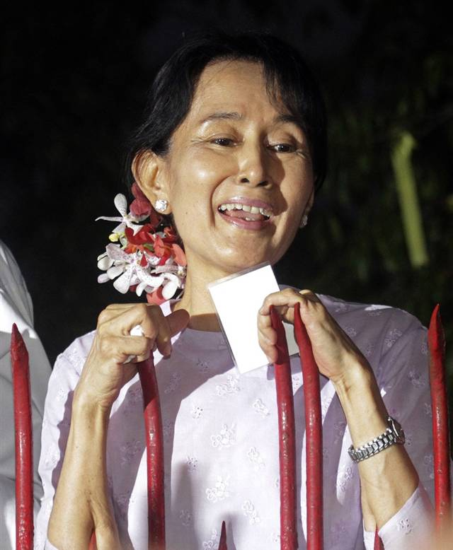 afghanipoppy: yourhue: Aung San Suu Kyi, the detained Burmese pro-democracy leader, was released the country's military rulers later today. The 65-year-old Nobel peace laureate has been detained for 15 of the past 21 years.