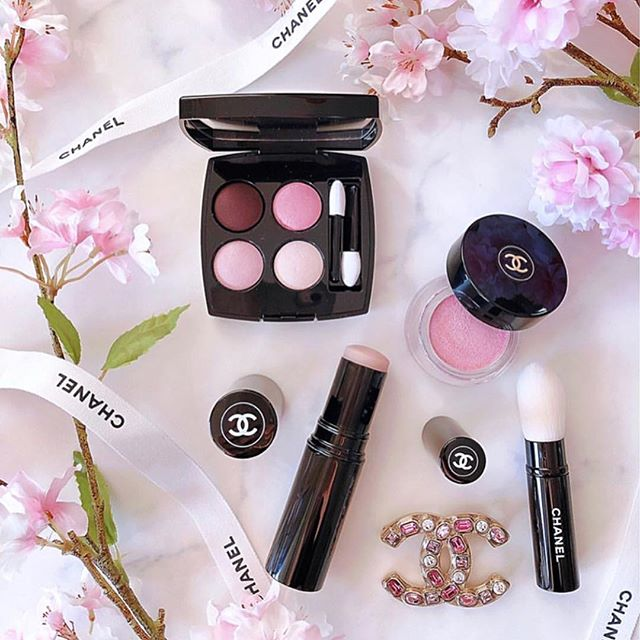 monochromatic looks are our fave💕 . . . #chanel #chanelcosmetics #chanelmakeup #makeup #blush #lipstick #lipgloss #foundation #makeuptutorial #beauty #kimkardashian #karllagerfeld #cocochanel #mua #lamua #chicagomua #nymua #creamshadow