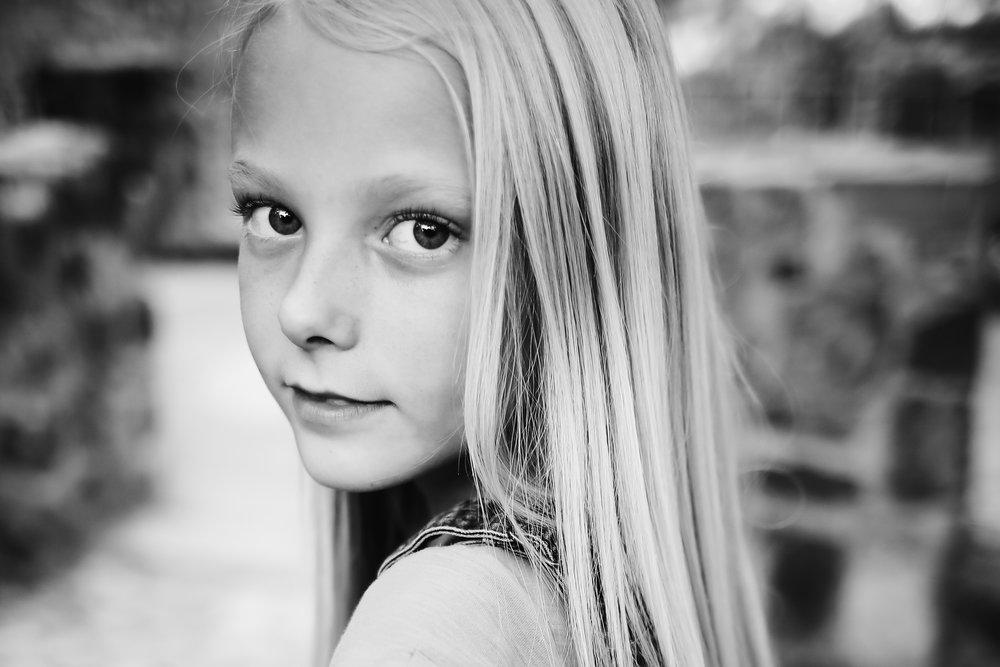 Close-portrait-girl