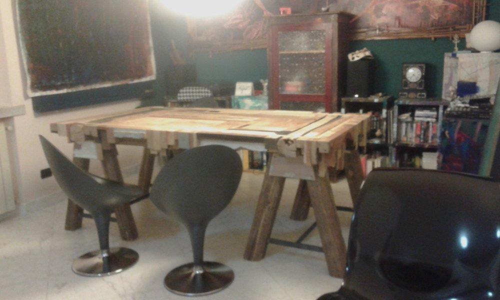 - Tavolo SoggiornoRealizzato interamente a mano con scarti di falegnameriadimensioni cm L200 x P100 x H76