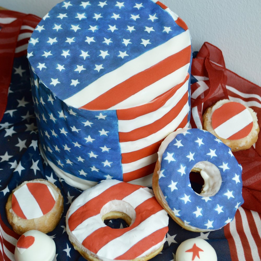 Red, white, & blue American Flag Cake