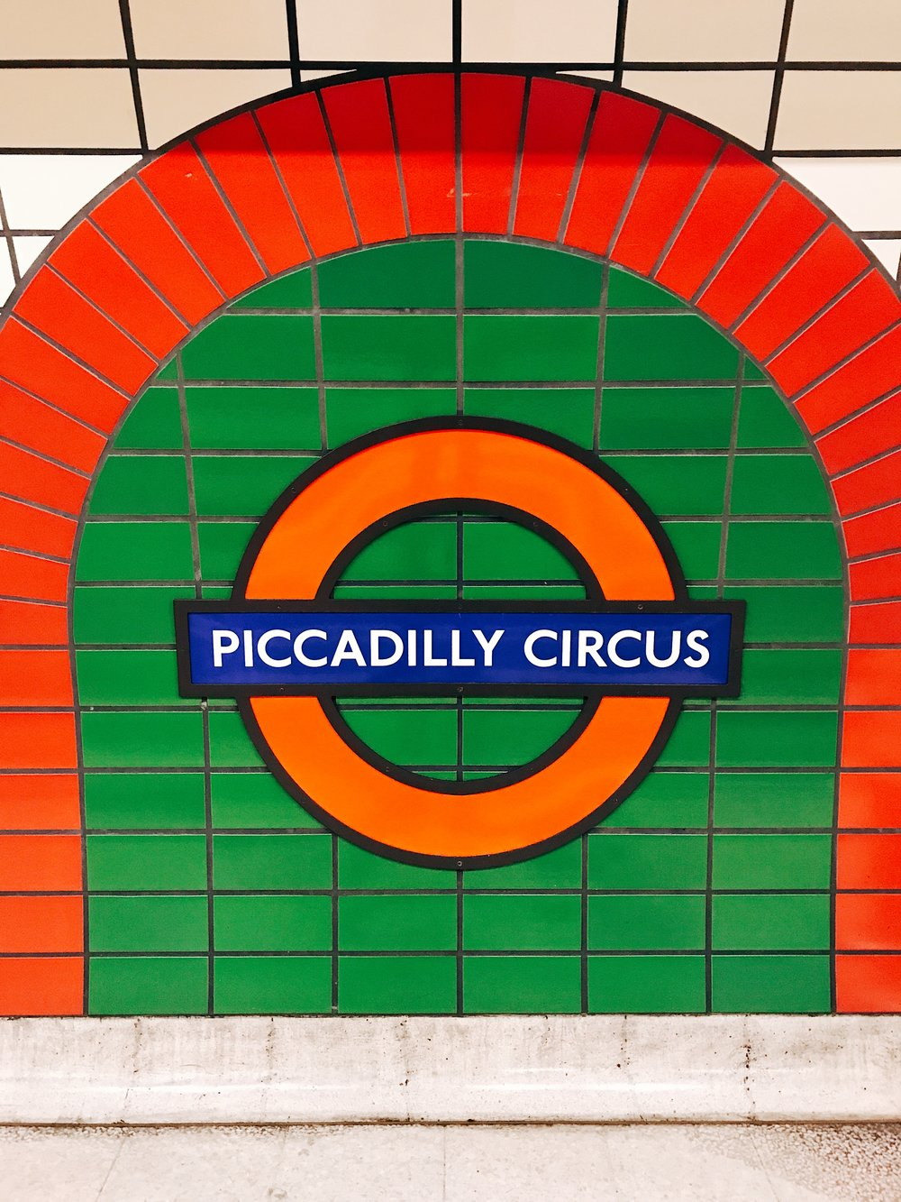 Image: Reasons to Visit London - Many Images to Inspire You to Visit London - Picadilly Circus