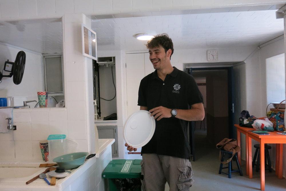 Treinamento realizado com os funcionários para o uso correto do balde de orgânicos