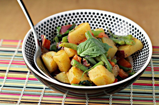 Potatoes and green beans get the spicy treatment from this Golden Thai curry sauce.