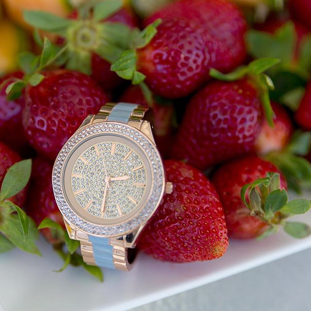 You know what's a great idea? A watch in strawberries 🍓💎⌚️ . @parklanewithstephanie #parklane #strawberry #honestphotoperth #honestphotoproducts