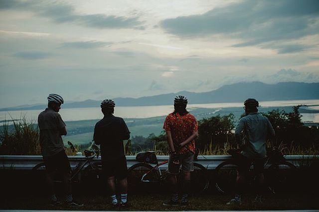 last month, these four riders took an unusual route on their annual Independence Day ride. check out the article on our site (or click the link on our bio) and take a peek at the amazing photos taken by @erwinleyros.