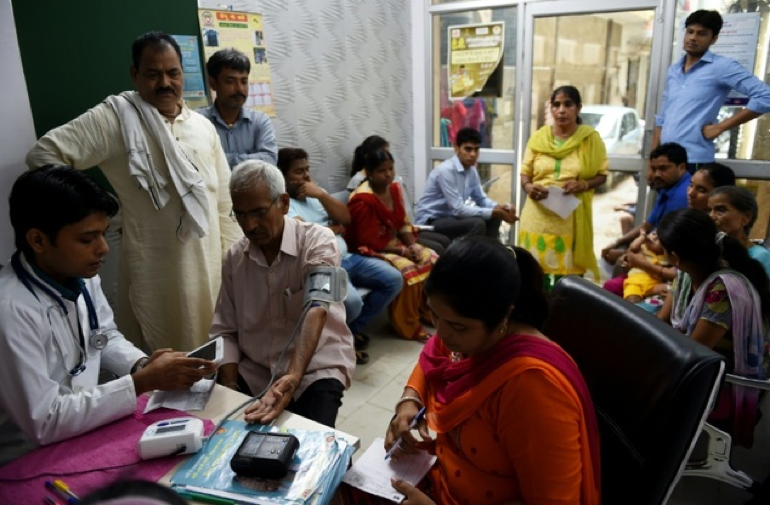 A doctor checks a patient using the 'Swasthya Slate' at a Mohalla Clinic in Delhi ©Money Sharma (AFP)