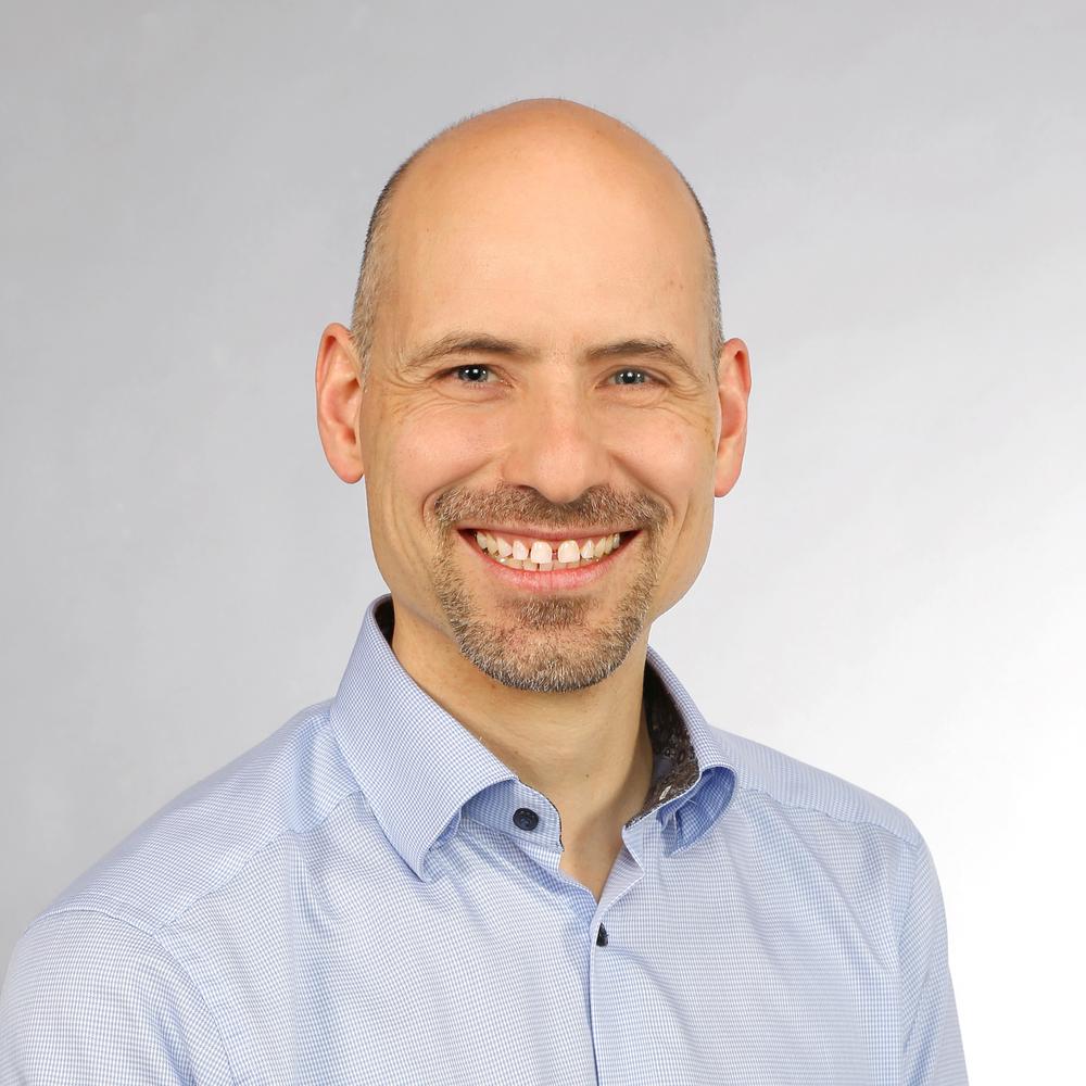 Jürg Bernhard   Directeur  Technicien TS diplômé NPO-Manager VMI