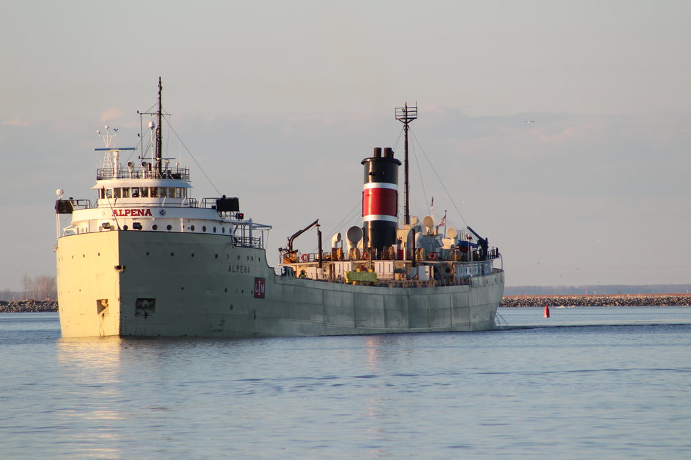 9.25.17      S.S. Alpena Imported cement to Lafarge from Michigan