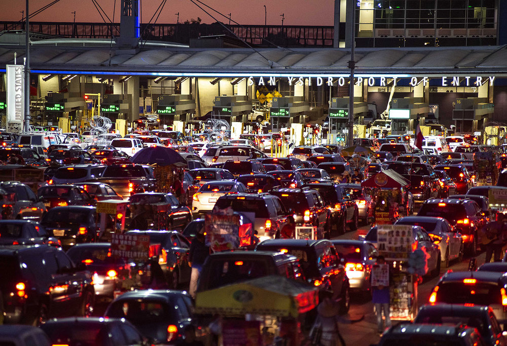 San-Ysidro-Tijuana-Border-crossing-night-traffic-jam.jpg