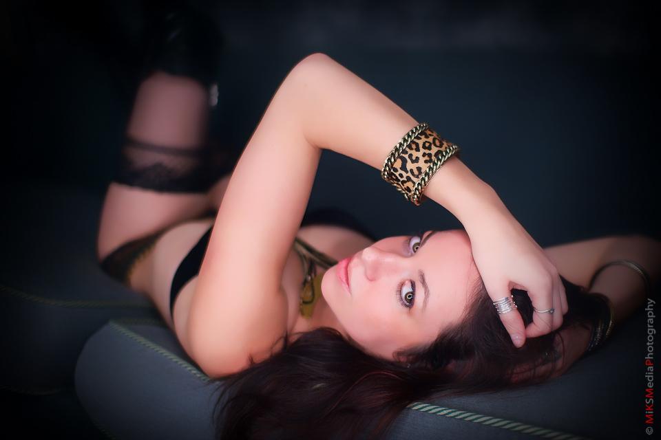 4-boudoir-sexy-woman-edmonton-photographer.jpg