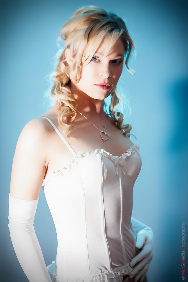 1-corset-boudoir-edmonton-woman.jpg