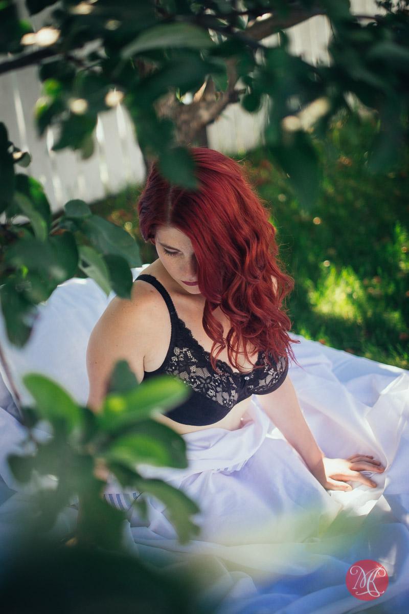 3-boudoir-edmonton-sensual-woman-sexy-lingerie.jpg