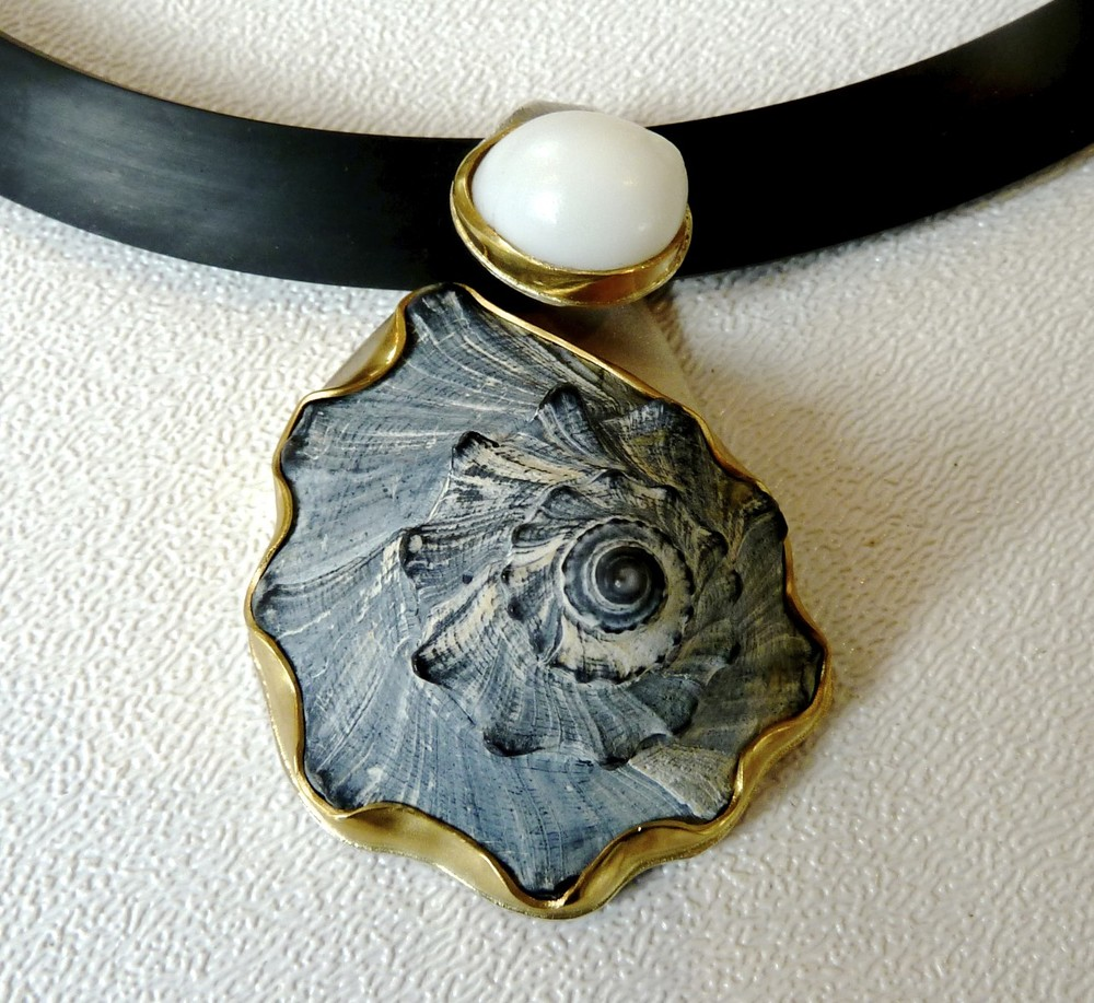 Pendant-22k,S-S, moon shell and grey beach shell.jpg