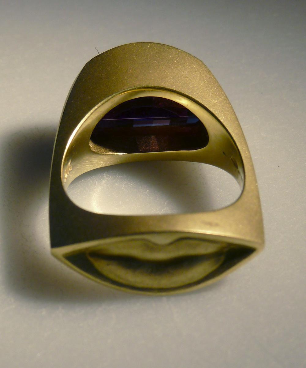 kiss-ring-2.jpg