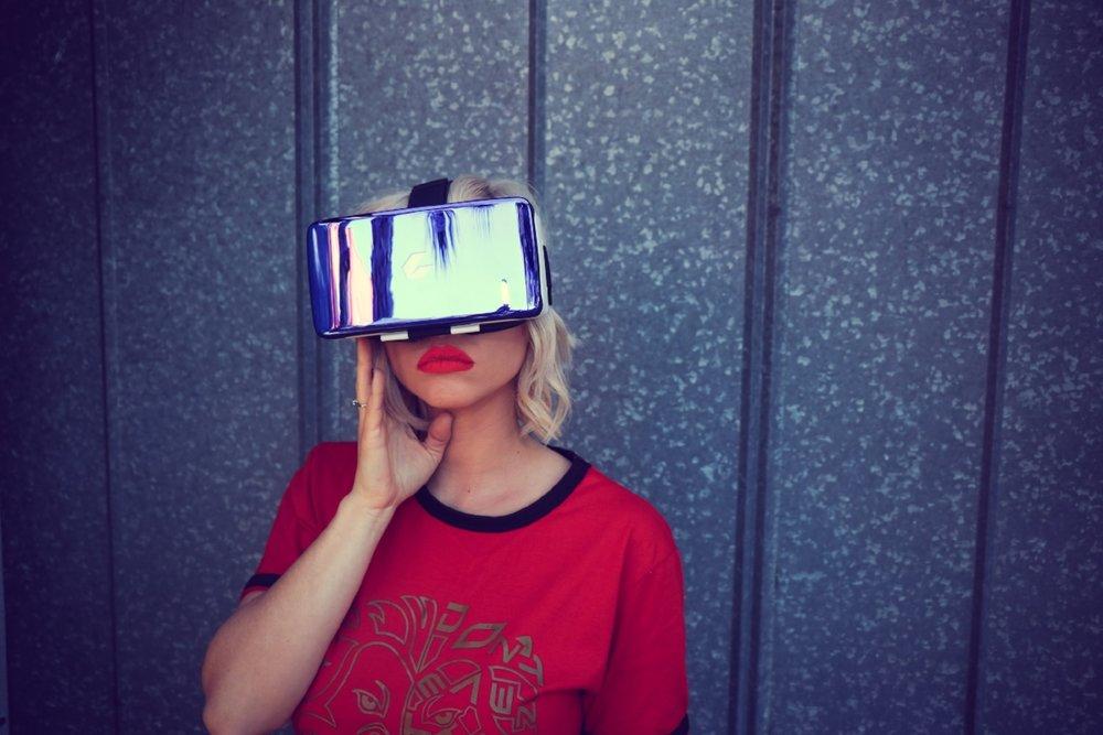 electronic-fashion-female-911660.jpg