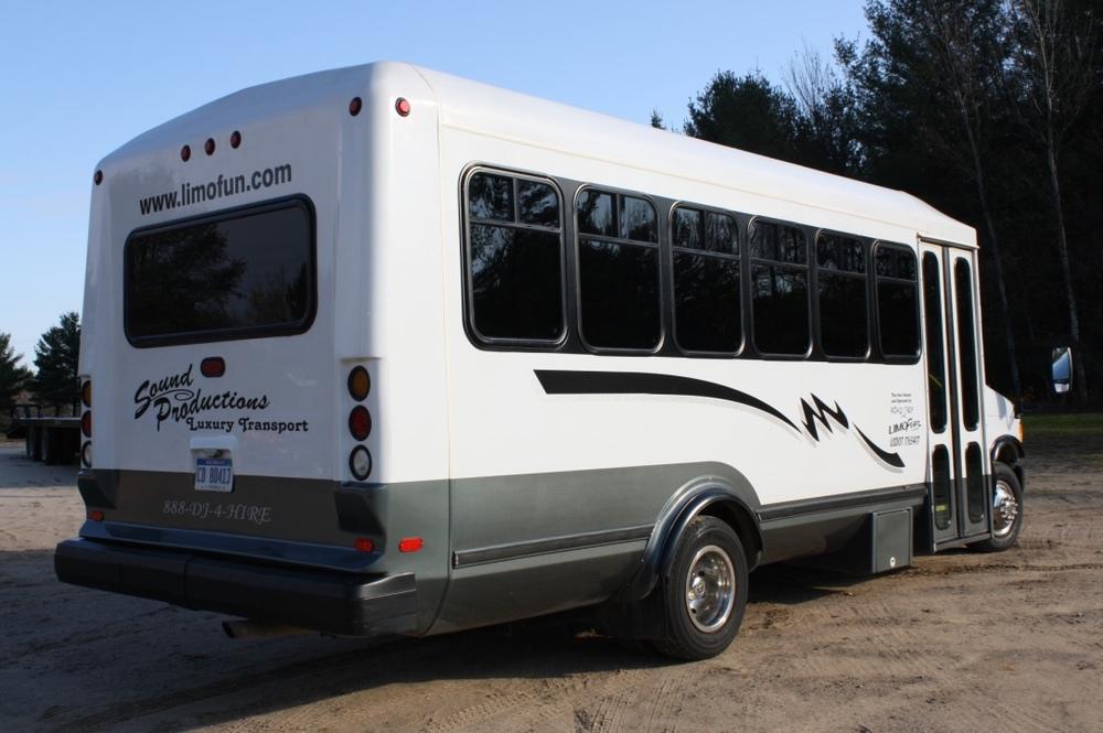 Limo Bus16.jpg