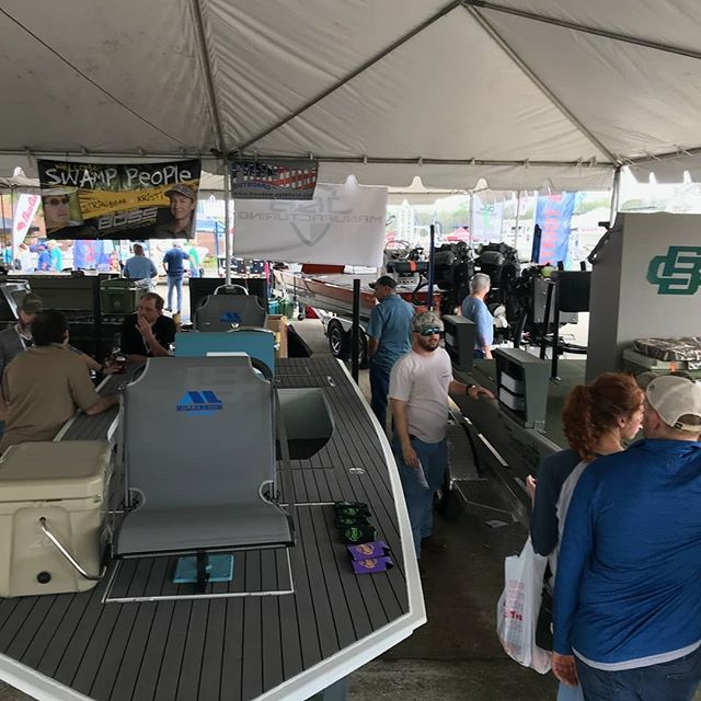This weather hasnt stopped the crowd. Come out and get your show special on your new Cottonmouth boat.  #bowfishing #bossdrive #cottonmouthboats #huntinglife #suzukimotors #minnkotamotors #hondamotors #louisianasportsmanshow #freedomoutboardmotor