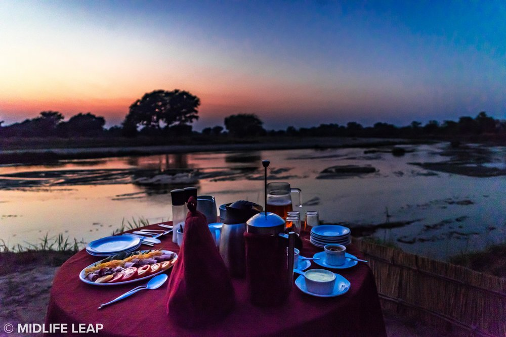 mwaleshi-north-luangwa-walking-safari-breakfast-sunrise.jpg