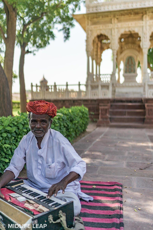 musician-at-jaswant-thada-cenotaph-jodhpur.jpg