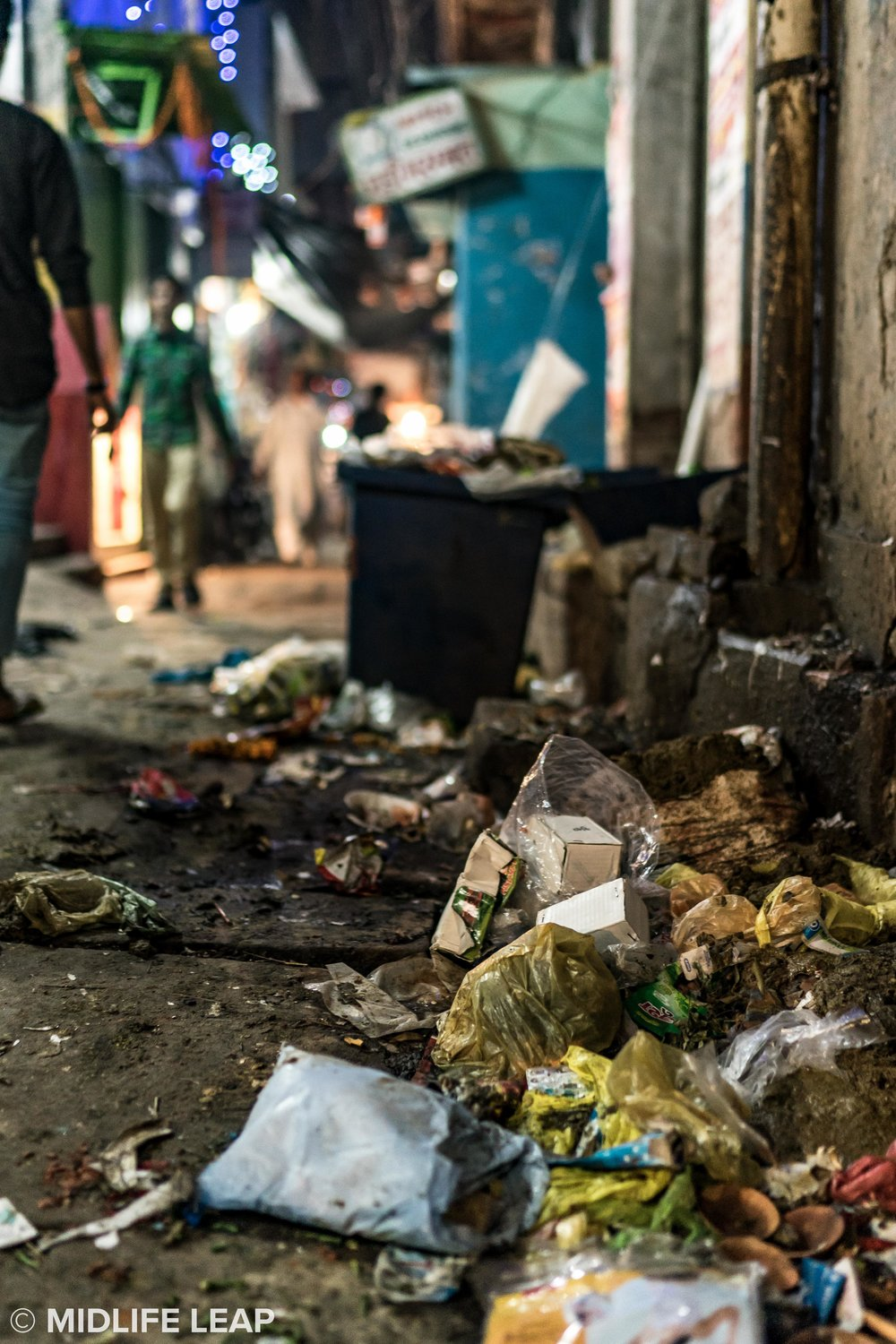 varanasi-trash-pollution.jpg