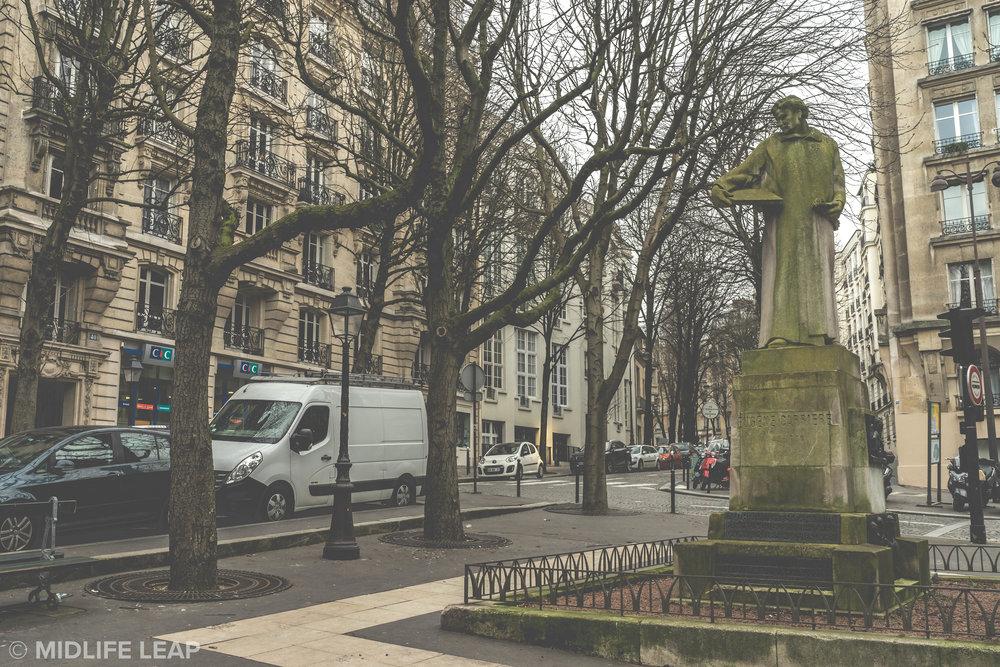 square-joel-le-tac-what-to-do-in-montmartre-18th-arrondissement-paris