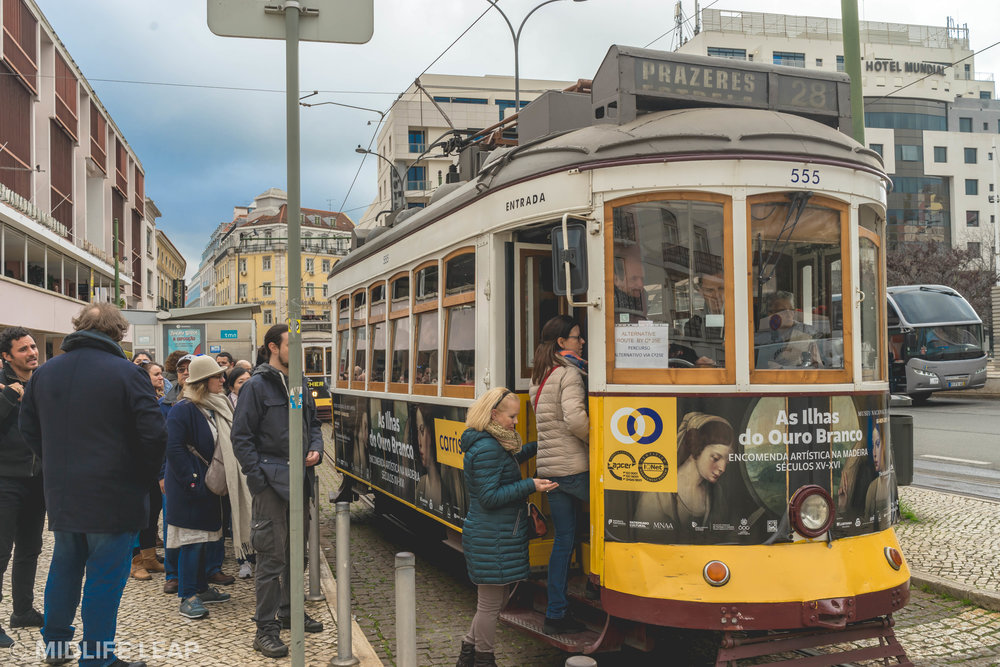 how-to-take-the-tram-28-in-lisbon