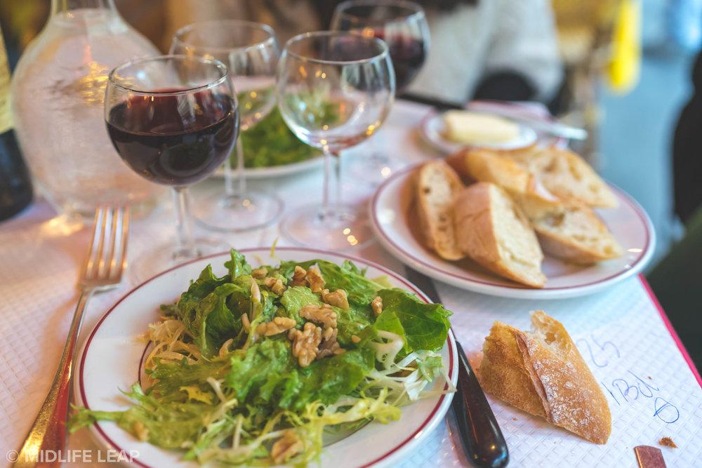 the-best-place-to-eat-in-saint-germain-paris-l'entrecote