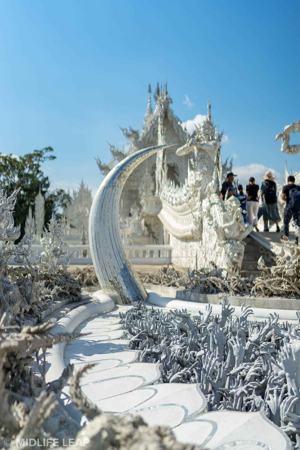 symbolism-of-white-temple-wat-rong-kuhn-chiang-rai