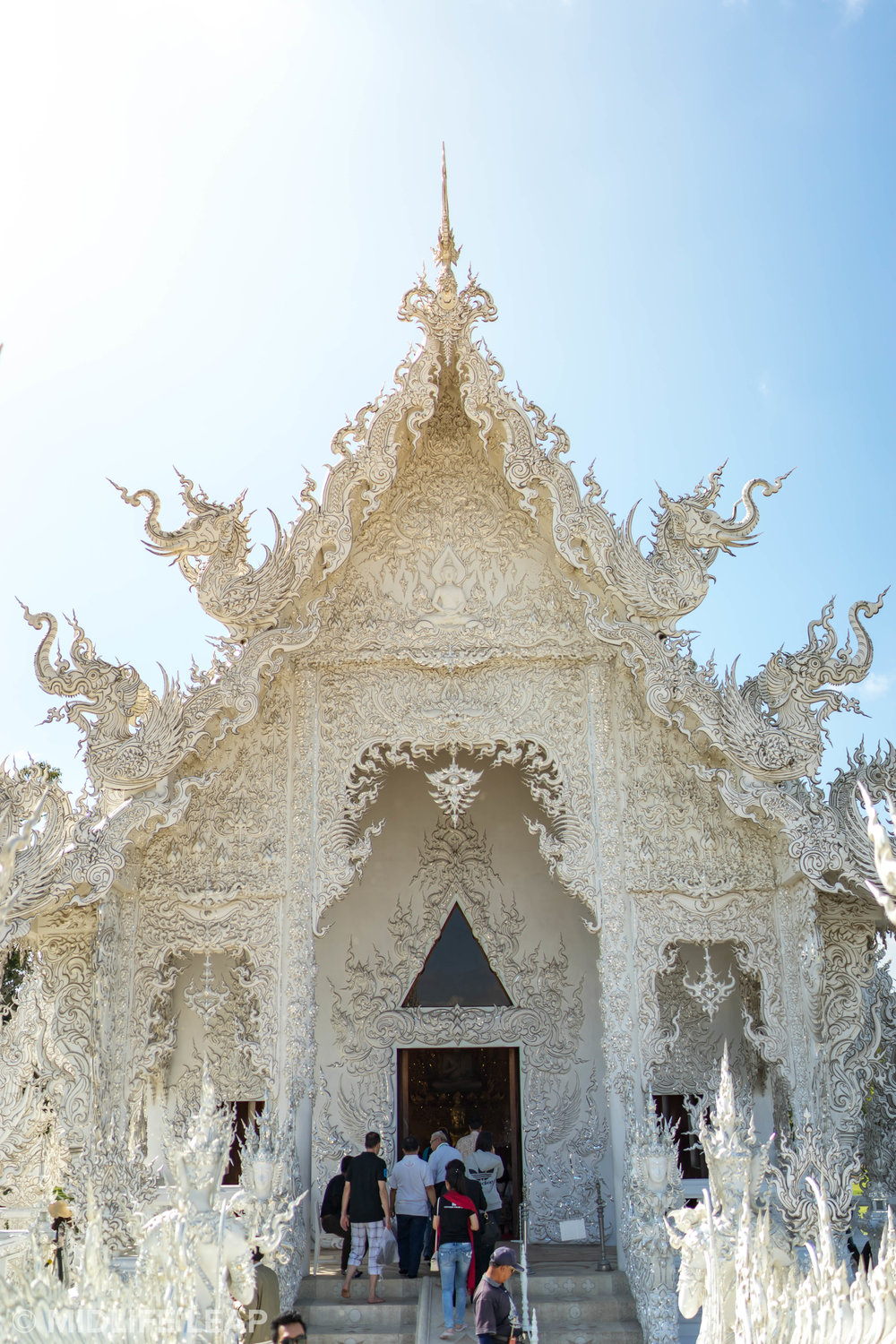 best-time-to-visit-white-temple-wat-rong-kuhn-chiang-rai