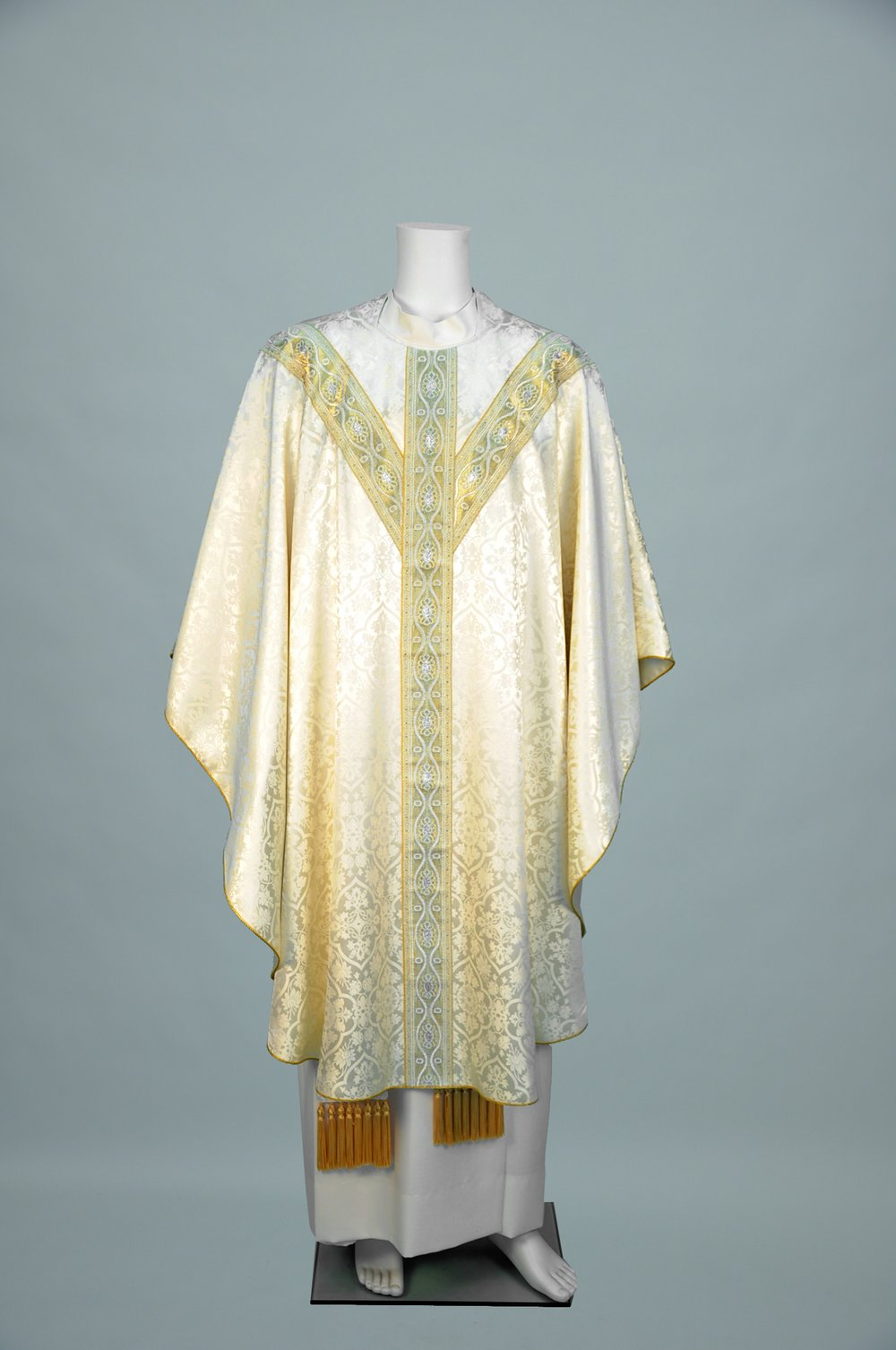 Gothic Chasuble Old Normandy offwhite w 3003 white gold (f) 1.jpg