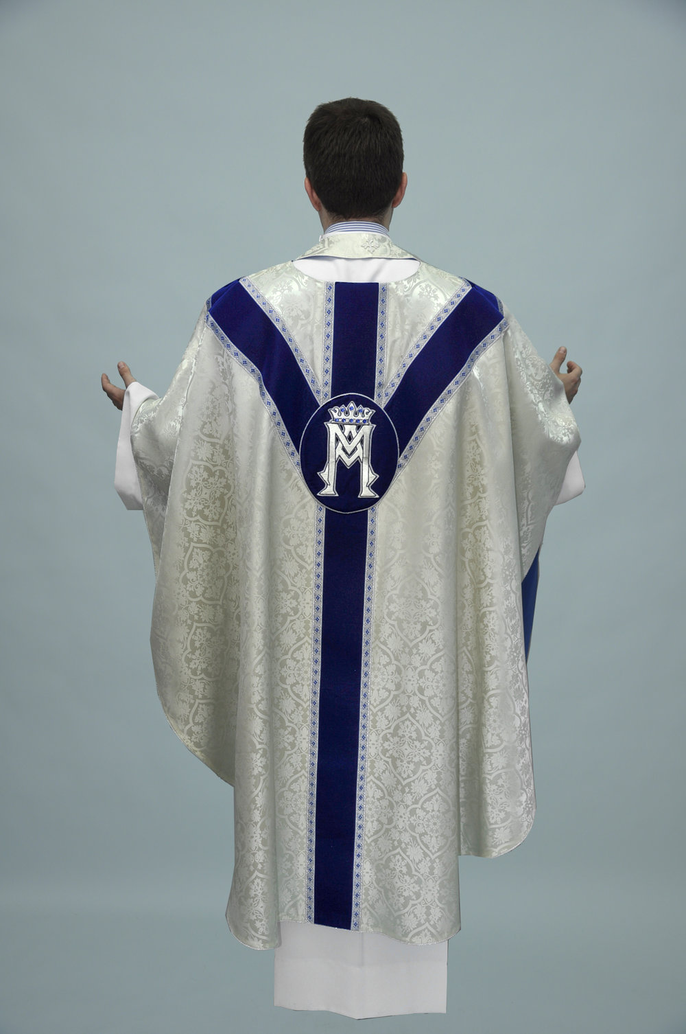 Gothic Chasuble Old Normandy offwhite W velvet blue & 3016 blue silver (b) 1.jpg