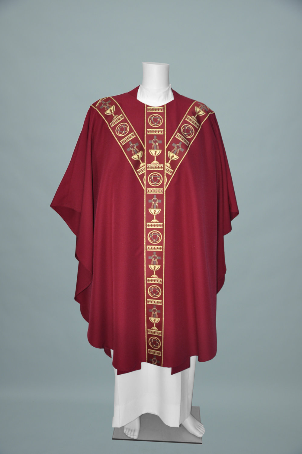 Gothic Chasuble 5146 Burgundy W Chalice banding white gold (f) 2.jpg