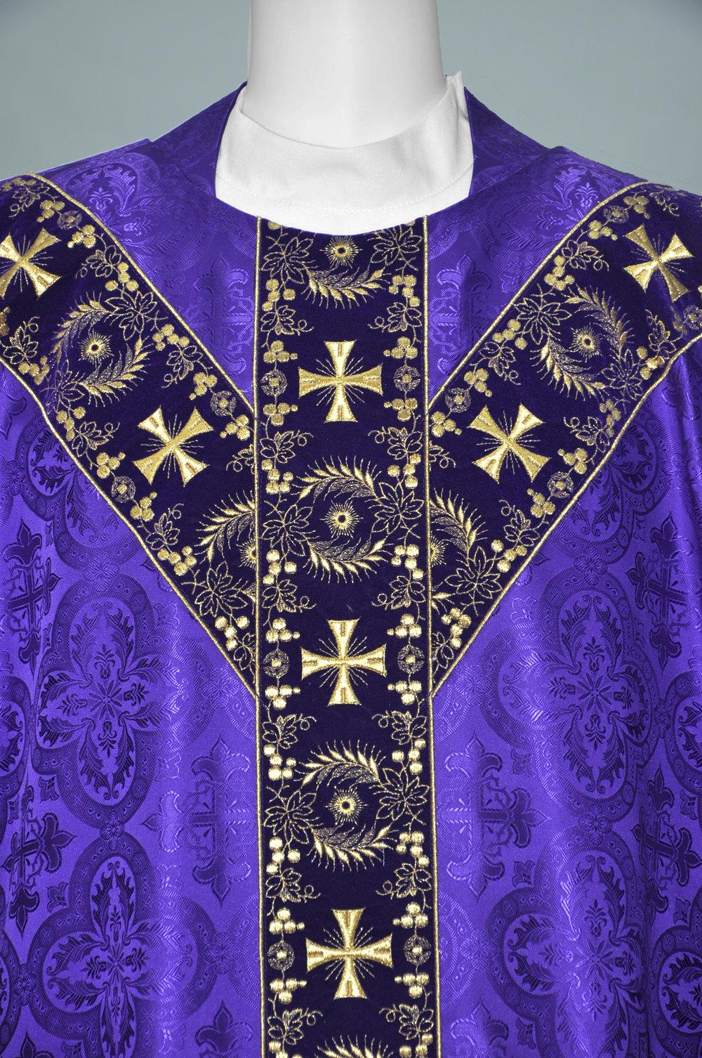 Gothic Chasuble Davinci Purple W 1706 Purple gold (f) 2.jpg