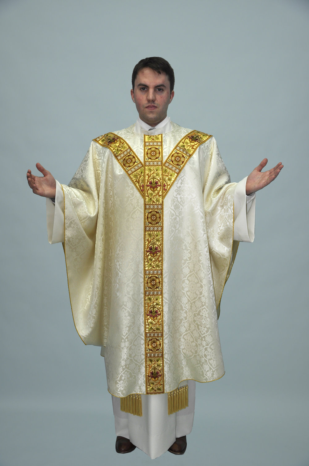 Gothic Chasuble Old Normandy offwhite w french gold (f) 1.jpg