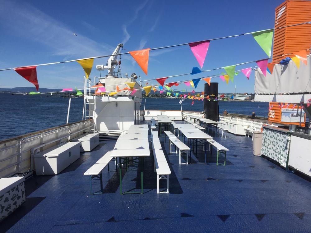 #innafor ass! Her blir det burger, noe å drikke på og DJ som holder det hele i gang mens vi seiler rundt i Oslofjorden i en times tid!!!