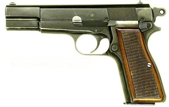 Browning HP, Produced for West German Police in 50.Equipped with the early style internal extractor. (Photo: www.adamsguns.com)