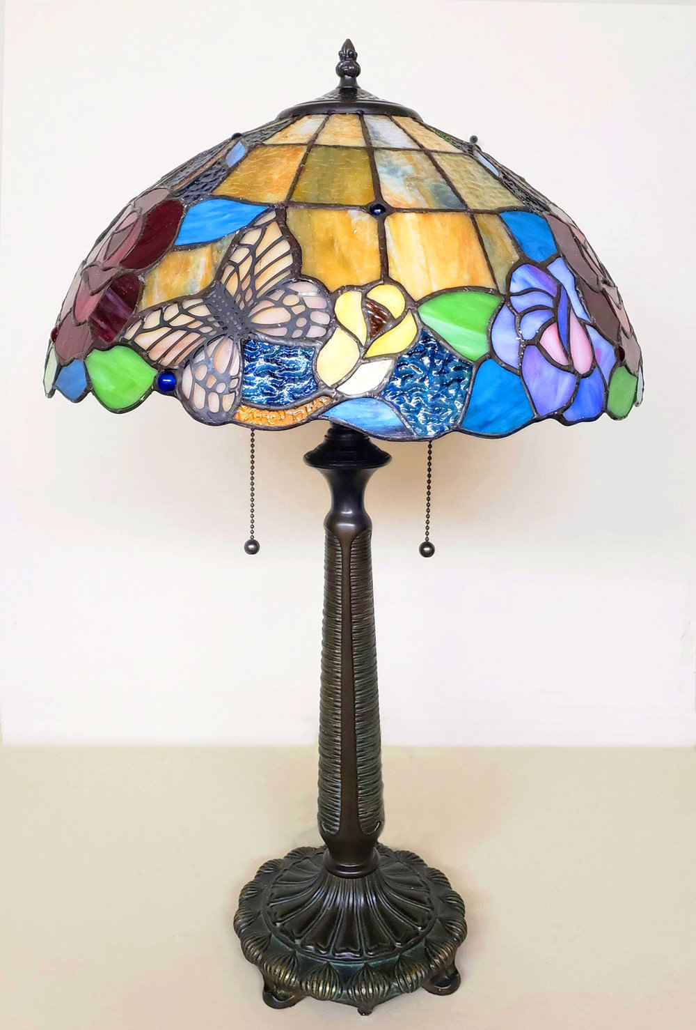 Antique look stained glass lamp