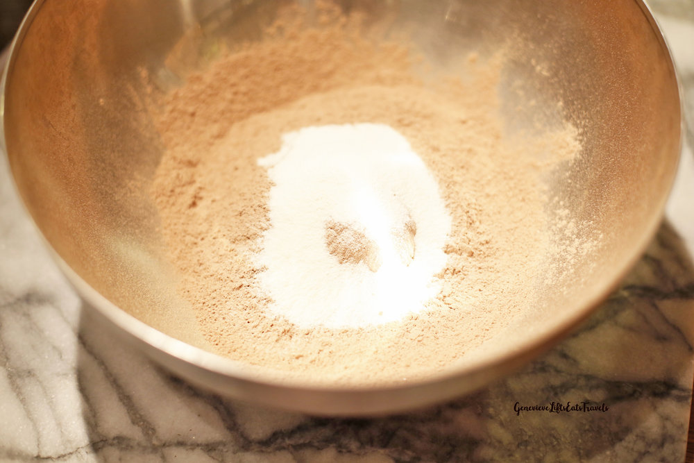 Combine the flour, cocoa, baking soda, and collagen peptides.