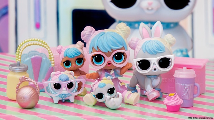 I don't know if y'all are aware or not, but LOL! Toy surprise dolls were named the top selling toy of the year! They were also named the 2018 Collectable of the Year! To celebrate, I have put together a monstrous collection of LOL Doll links for you all to choose from for LOL lover in your life <3 ! You're welcome ;-)