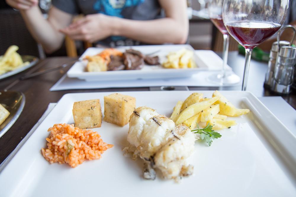 Lunch at Vila do Peixe Restaurant in Câmara de Lobos