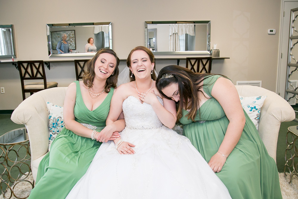 Fun bride and her bridesmaids | Northern Virginia Wedding Photographer | Fun wedding photography