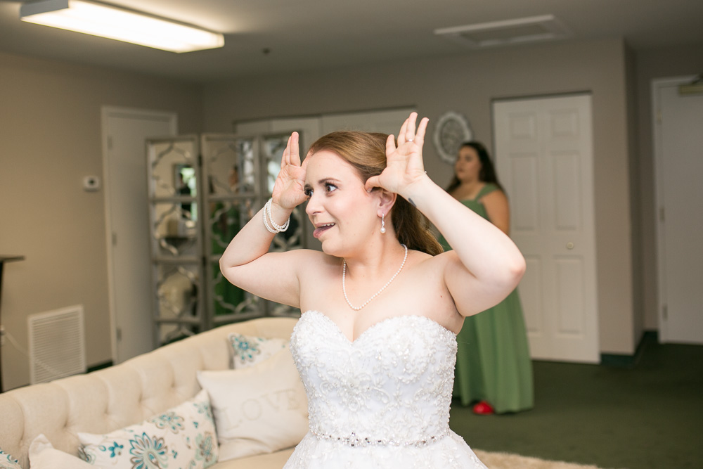 Goofy bride | Haymarket, Virginia Wedding Photographer | Fun wedding photography