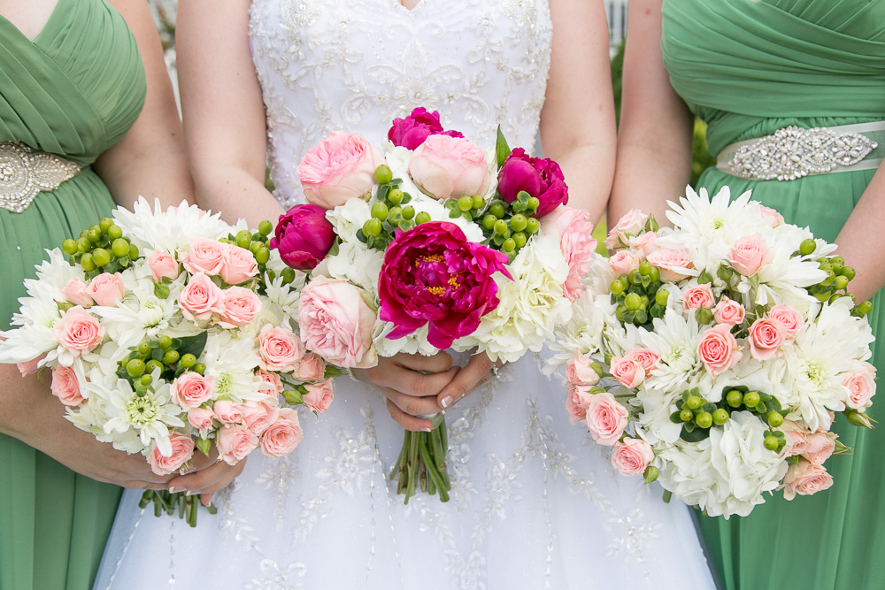 Green and pink wedding bouquets | DC Wedding Photographer