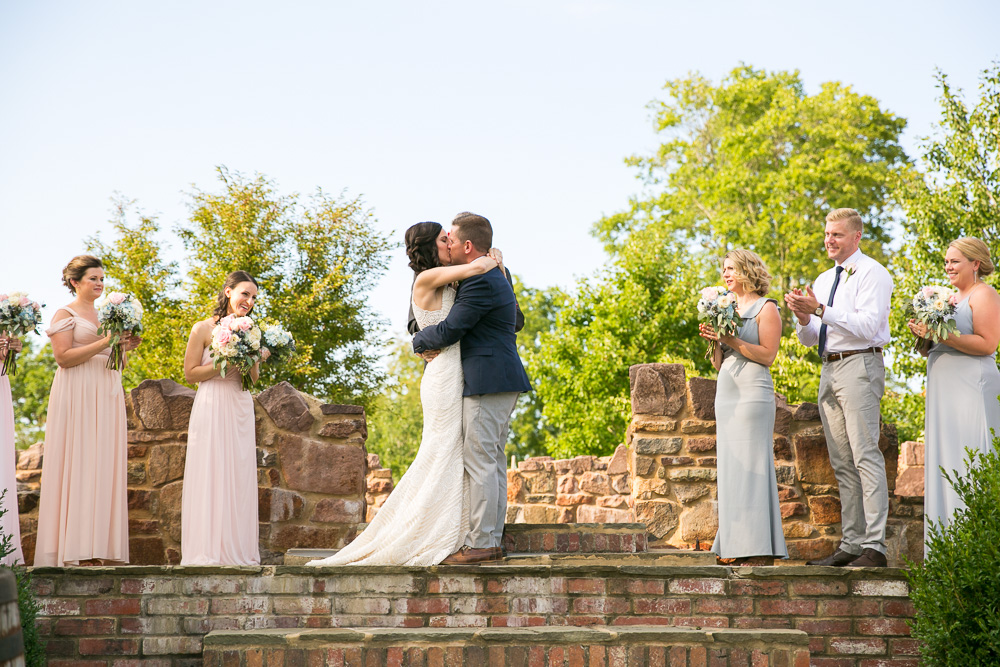 The first kiss | Best outdoor wedding ceremony location in Northern Virginia | Fairfax County Wedding Photographer