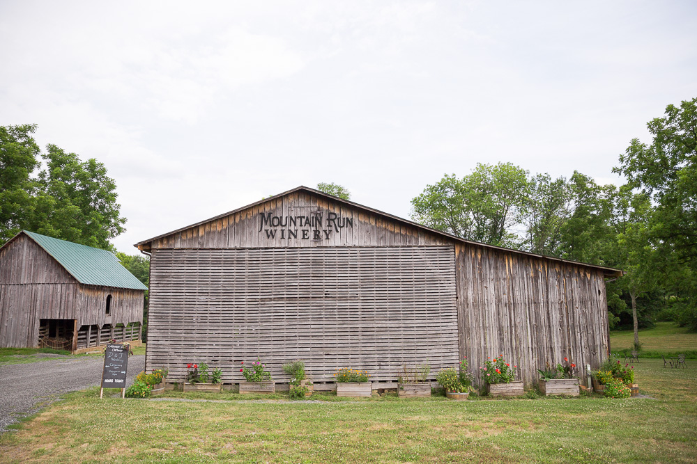 The barn at Mountain Run Winery | Barn Wedding Venues in Northern Virginia